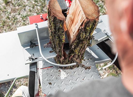 Holzspalter | AL-KO Spalter mit 2-Hand-Bedienung und Holzhaltevorrichtung